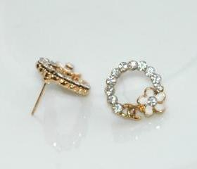 Dazzling Gold Plated White Rhinestone Earrings with Flower 